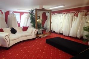 Über 300 Brautkleider warten auf Sie!